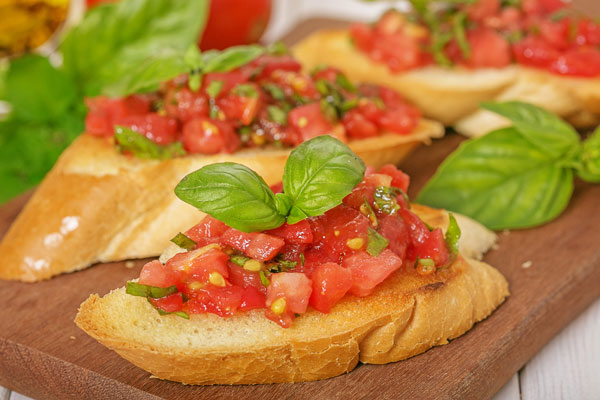 Bruschetta aux tomates et au basilic